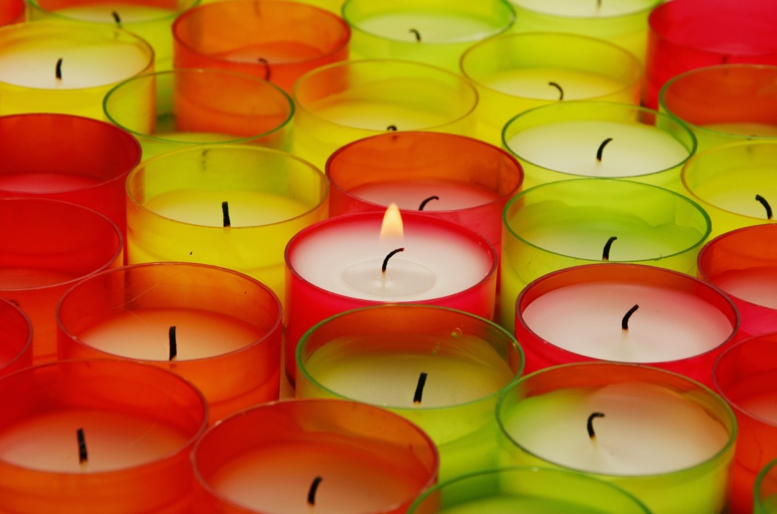 tea-lights-1416745_1920